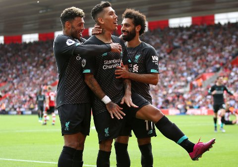 Roberto Firmino scoret hat-trick i 5-1-seieren mot Arsenal da lagen møttes på Anfield sist sesong. Her juber han sammen med lagkameratene etter å ha scoret sitt første mål i Premier League denne sesongen. Det kom borte mot Southampton.  (Steven Paston/PA via AP)