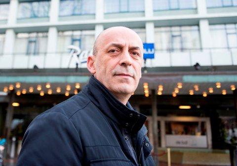 Djevat Hisenaj advarer hoteller og restauranter mot å bruke koronaviruset som et påskudd for å kutte i den faste bemanningen.