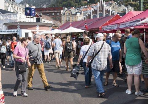 Denne sommeren har ikke Torget sett ut som tidligere år, med turister i massevis.