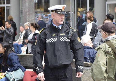 Politileder Morten Ørn beskriver en svært hektisk natt for politiet.