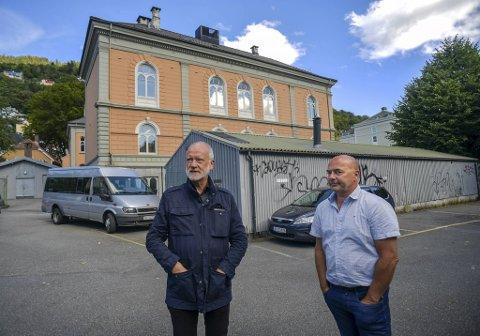 Ola B. Siverts (t.v.) og Steinar Kristoffersen har store ambisjoner for tomten.