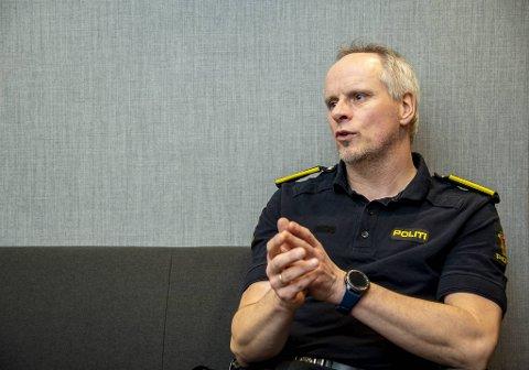 Rune Fimreite leder politiets Nettpatrulje. Han advarer mot den digitale gapestokken.