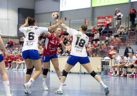 Bergensklubbene har sendt mange håndballspillere til utlandet de siste sesongene. Fanas toppscorer Christine Karlsen Alver (20) kan bli den neste i rekken.