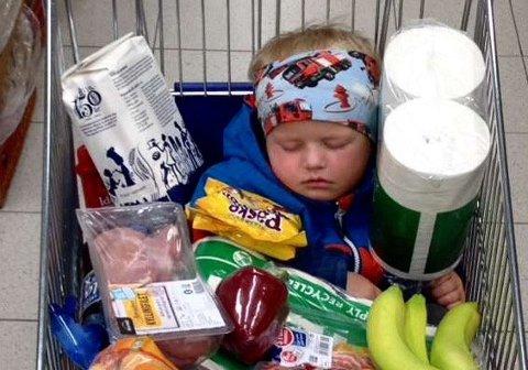 VANT I FJOR: Dette morsomme bildet, av Max-Elliot (3) som sovnet på handletur, stakk av med hotellhelgen i fjor.