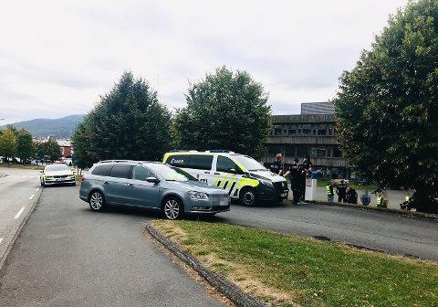 Politiet var onsdag ettermiddag på Åssiden videregående.