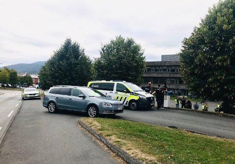 En elev på Åssiden videregående skole fikk fire unge menn etter seg onsdag, ifølge politiet.
