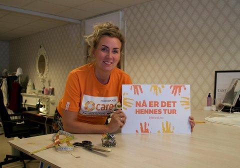 BLI BØSSEBÆRER: Aina Henninen driver sitt eget firma, og kan ikke se for seg hvordan det er for kvinner fra noen av verdens mest sårbare områder. Nå oppfordrer hun alle å være bøssebærer søndag 20. oktober.