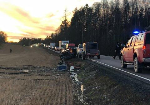 Statens vegvesen visste ikke at det ble arbeidet langs Fylkesvei 120 på tirsdag. Alle arbeider på og langs vei krever godkjenning og planer for arbeidsvarsling.