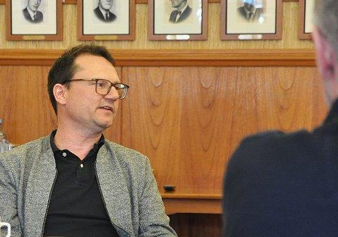 Ordfører i Nordkapp kommune, Jan Olsen, er glad for at ny kommunedirektør er på plass. Men arbeidet fortsetter.