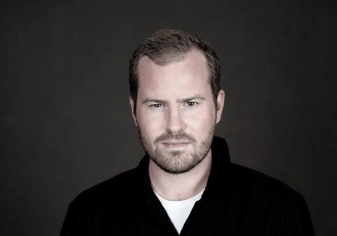 KNUT MARIUS PÅ NORSK: Stjernekampvinnar Knut Marius Djupvik er klar med nye låtar på norsk, og snart spelar han i Førdehuset.
