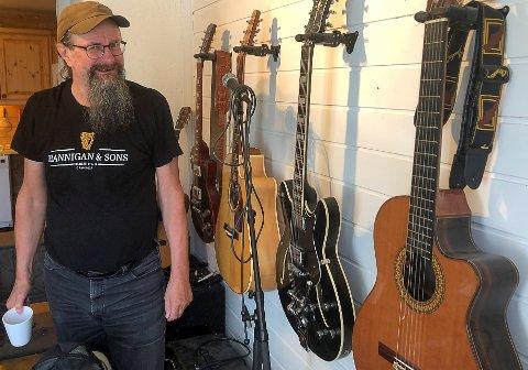 JUBILERER: Arne Schei markerer musikalsk å ha runda 60 år den 13. august med å gje ut tretten av låtane sine på eige album. Han fylte 60 den 13. juni i fjor.