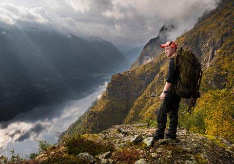SJEFEN: Anders Ommedal (26) er leiar i Holme Jaktlag. Bukkemarka i Hyestranda er favorittplassen.