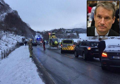 NÆR PÅ ULYKKA: Olve Grotle kom køyrande frå Førde og kom tett på ulykka på rv. 5. Bildet er hans eige frå ulykkesstaden.