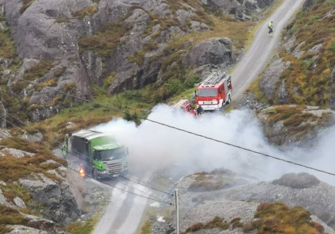 BRANN: Tysdag ettermiddag brann det i ein bossbil i Solund.
