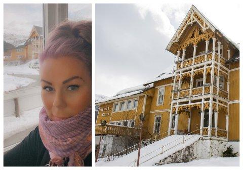 UTSIKTEN: Wibeke Nesse har utkik til Jølster hotell frå stoveglaset. Ho håpar Coop tar vare på delar av bygget utvendig.
