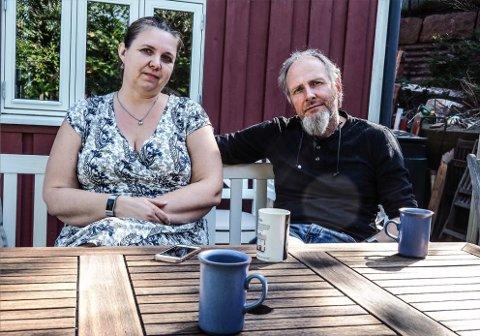 Ekteparet Mona og Ove Tøpfer håper de kan besøke torpet sitt i Sverige til sommeren – uten å måtte i karantene.