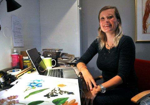 Eva Brydøy er utdannet grafisk designer og illustratør. Nå stiller Larvik-kunstneren ut på Hvaler.   Arkivfoto: Ellen Johannessen/Gjengangeren
