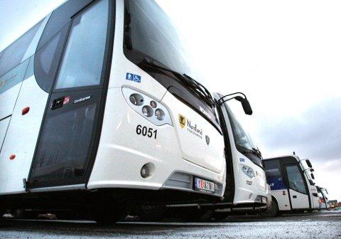 BUSSJÅFØR: Anders Johansson kjører bussen mellom Horten og Tønsberg. Han vet ikke hvem som er smittekilden, og han reagerer på at han ikke er testet.