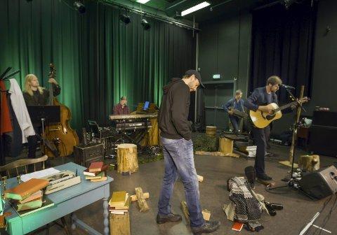 GENERALPRØVE: Glenn Luijbregts (nærmest), Erik Lukashaugen (gitar, Erik S. Aanonsen (bass), Bjørge Verbaan (tangenter) og Tarjei Nysted. Bilder: Kjell R. Hermansen