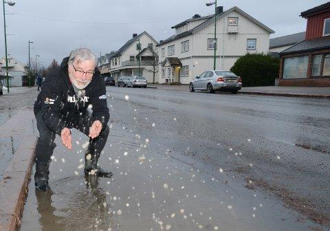 ET LITE HÅP: Vårprofet Svein Sparby mener det er godt håp om litt hvit nedbør fram mot vinterfesten i Våler.