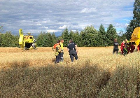 OVERKJØRT: En mann i 60-åra ble overkjørt av en skurtresker på et jorde i Våler tirsdag ettermiddag. Ulykken skal ha skjedd i forbindelse med tresking, opplyser politiet. Foto: Sverre Viggen