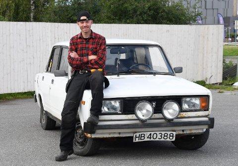 Tro mot Lada: Geir-Magnar Heggelund har kjørt gammel Lada i 20 år. 43-åringen fra Brumunddal har faktisk to stykker.