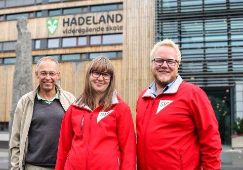 BESØK: Førstekandidat Bjørnar Tollan Jordet (til høyre) i Innlandet SV besøkte Gran tirsdag. Fv. Helge Midttun, leder i Gran SV, Liv Kristin Lyngstad, førstekandidat fellelista Gran SV/Rødt.