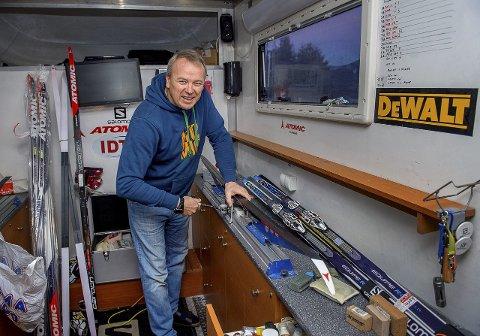 VENT: Skismører Kai Egil Simenstad mener det beste hadde vært å utsette fluorforbudet til neste sesong ettersom testpistolene ennå ikke er klare og at det vil finnes bare ti av dem.
