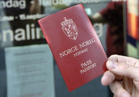 TIDLIG UTE: På grunn av høysesong tar det nå opp til én måned å få pass.