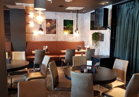 NYTT UTTRYKK: Cafe Rene på Indre kai har fått nytt interiør etter oppussingen.