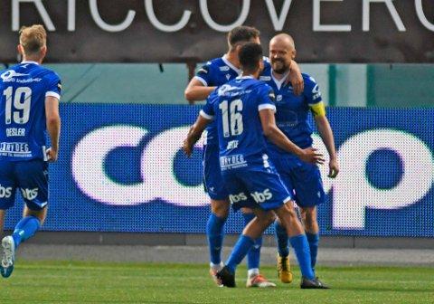 Haugesunds Christian Grindheim scorer i kampen mellom Tromsø og Haugesund på Alfheim Stadion.  Foto: Rune Stoltz Bertinussen / NTB scanpix