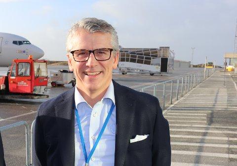 ØKER: SAS, Norwegian og Widerøe har denne uken økt aktiviteten til og fra Helganes. Pål Visnes i Lufthavndrift AS gleder seg over satsingen.