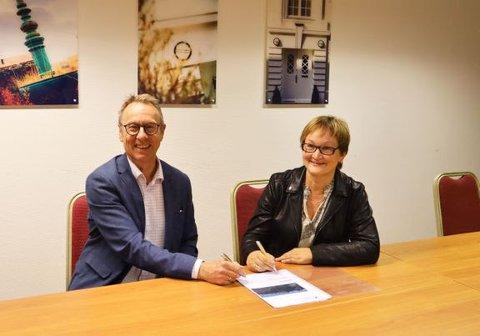 SIGNERTE: Administrerende direktør Inge Jan Thorsen i Vassbakk & Stol og Dina Lefdal, fylkesdirektør for infrastruktur og veg i Vestland fylkeskommune.