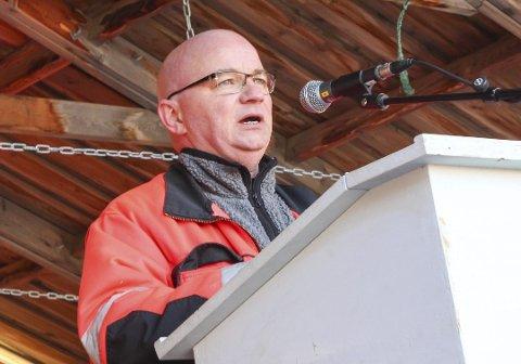 Bidrag: Havnearbeider Pål Aanes forteller om stor giverglede fra både inn- og utland. Arkivfoto: Jon Steinar Linga