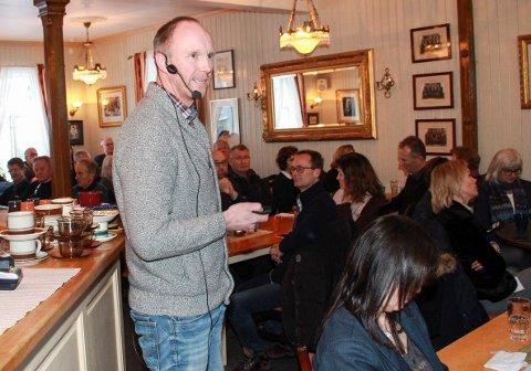 Mange hadde møtt fram for å høre Ørjan Thorstensen  Rosvold informere om siste nytt fra vindkraftutbyggingen.