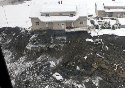 PÅ RASKANTEN: Her bor Sidsel og Leif Arnkværn. De var på hytta da de fikk beskjeden om skredkatastrofen i Gjerdrum.