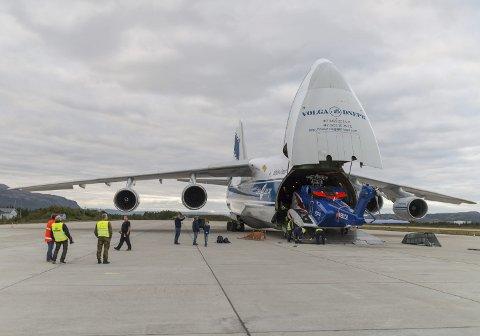 – FORBLIR UENDRET: Avinor hevder at Antonov An-124-100 fortsatt skal kunne benytte Lakselv lufthavn Banak, slik som operasjonen som ble gjennomført i forrige uke. Flytypen krever allerede i dag dispensasjon for å lande på Banak, og Luftfartstilsynet sier det blir vanskeligere med dispensasjoner i når et nytt EU-reglement innføres om ett år.FOTO: STIAN ELIASSEN