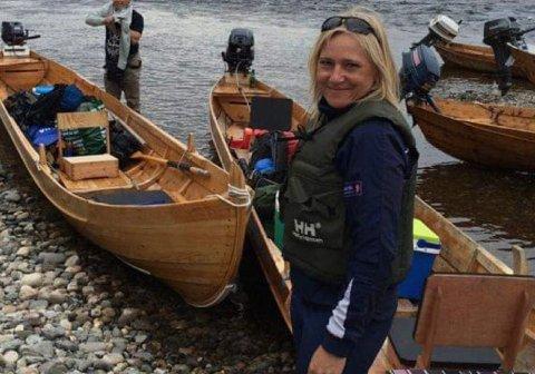 GLEDER SEG: Heidi Røst gleder seg stort til laksefisket kan begynne. Nå har hun og ektemannen, Dag Røst glede seg over å være blant de 300 første som får tildelt plassering.