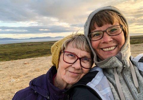 MAMMA MED DEMENS: Her har mamma Martta Annikki Andersen (70) og datteren Ann Kristin Andersen (41) vært på tur å plukket bær. Martta har demens, og Ann Kristin forteller hvordan det påvirker deres liv.