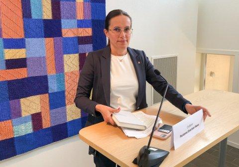 ALVORSTYNGET: Ordfører Marianne Sivertsen Næss er bekymret for det uavklarte smitteutbruddet i Hammerfest. Bildet er fra fredagens pressekonferanse. Foto: Trond Ivar Lunga