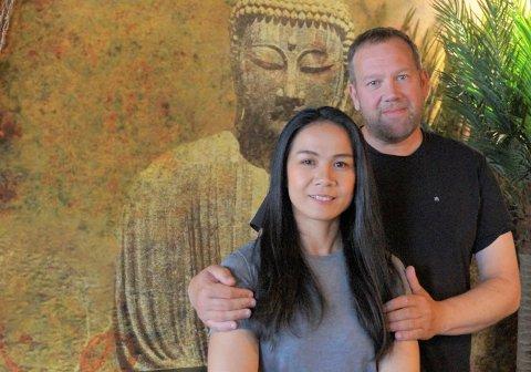HOLDER ÅPENT NASJONALDAGEN: Goi og Roger Uttakleiv hos Gois restaurant og cocktailbar.