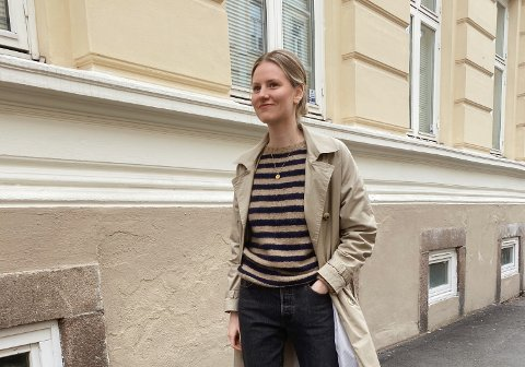 STRIKKEGLAD: Siden Tonje Hodne begynte å strikke har hun lært mye. Nå designer hun egne plagg.