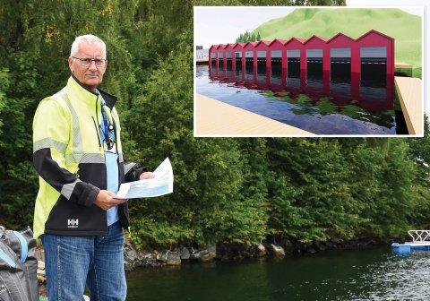 Havnefogd Svein Arne Walle gleder seg over at det nå skjer noe på Stueren. Innfelt er skissene over hvordan båthusene kan komme til å se ut.
