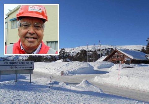 SELGES: Senterbygget ved Hallbjønn Høyfjellsenter selges sammen med skitrekk og varmestue. Lars Stärk eier en tredel av selskapet.