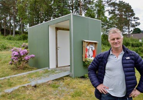Brede Grønningen og Husnes Røyr får ros for innsatsen i Borvika. Torsdag vil han ha fleire med på dugnad. (Foto: Kristian Hus).
