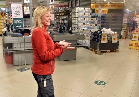 PLANLEGGER BREV: Lillian Hvambsahl, butikksjef på Europris i Kongsberg, sier hun kommer til komme med en ytring til saken om store butikker som nå ligger ute til høring. Bildet er tatt i januar 2021.