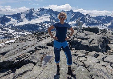 FJELLTUR: 25 år gamle Jasmin Wilhelmsen gikk den 350 kilometer lange fjellturen over Breheimen, Jotunheimen, Skarvheimen og Hardangervidda i sommer.