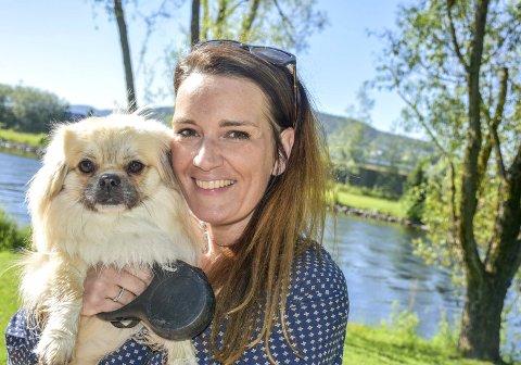 Gleder seg til oppstaRT: Charlotte Rosseland - og hunden Elvis - håper på en snarlig lokasjonsløsning for Bisken barnehage.