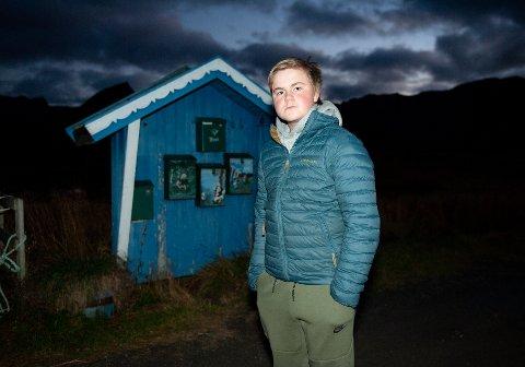 Mathias Eilertsen bor innerst i Vatnfjorden og gruer seg nå til de lange turene til og fra busstoppet ved fylkesvei 888.
