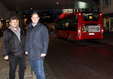GRATIS: Sindre W. Mork og Joakim Sveli i Moss Venstre vil innføre gratis buss for ansatte.